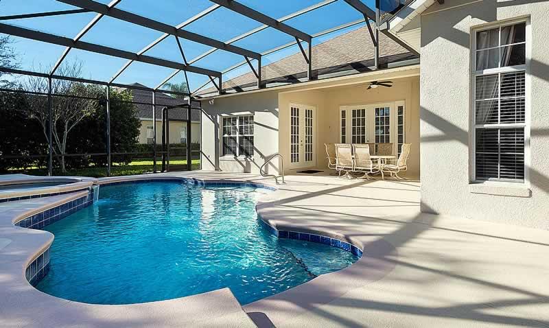 casa luxuosa com piscina