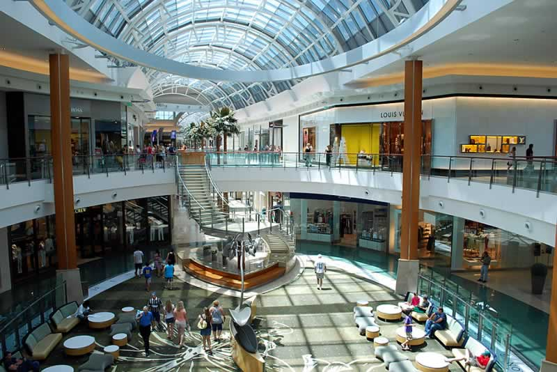 interior do shopping mall at millenia orlando estados unidos