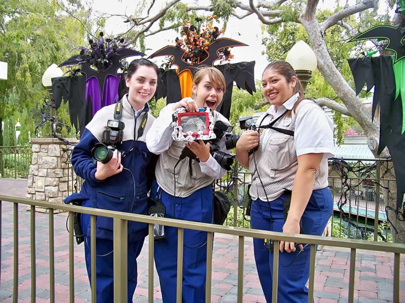 cast members photopass no halloween