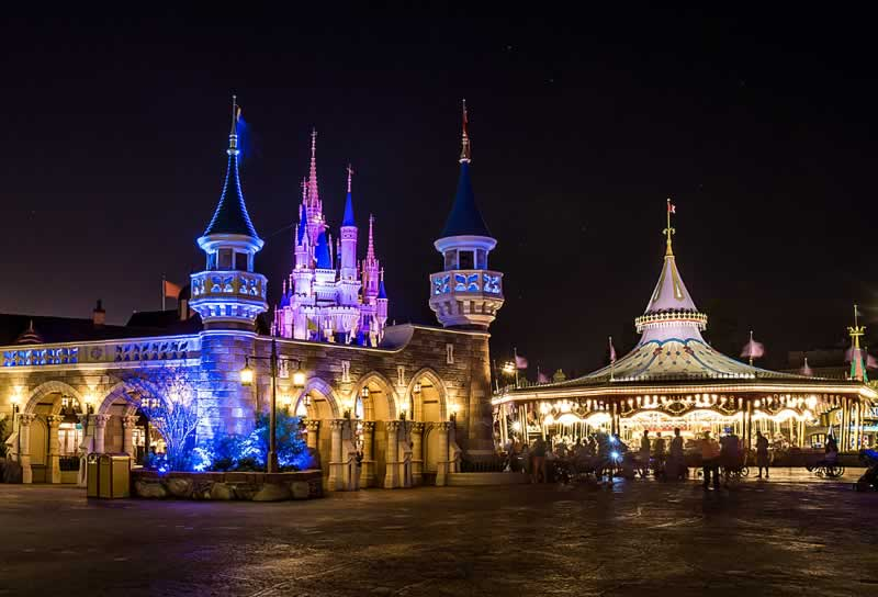 fantasyland no magic kingdom a noite vazia