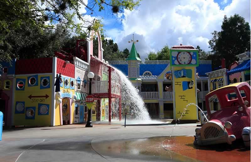 parque vazio universal studios atrações com água