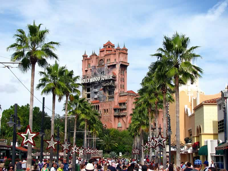 sunset boulevard do hollywood studios com tower of terror ao fundo